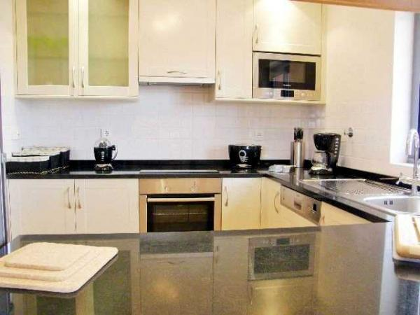 Ref: 72 Sleep 4 From £325.00 PW