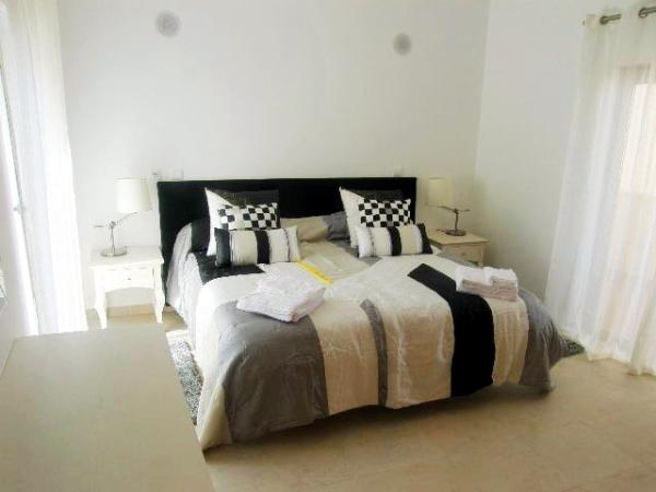 Rent this property from as little as: £100.00 per night.   (Ref 107)
