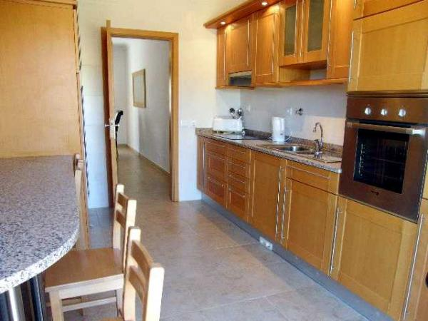 Rent this property from as little as: £67.00 per night ( Ref 049)
