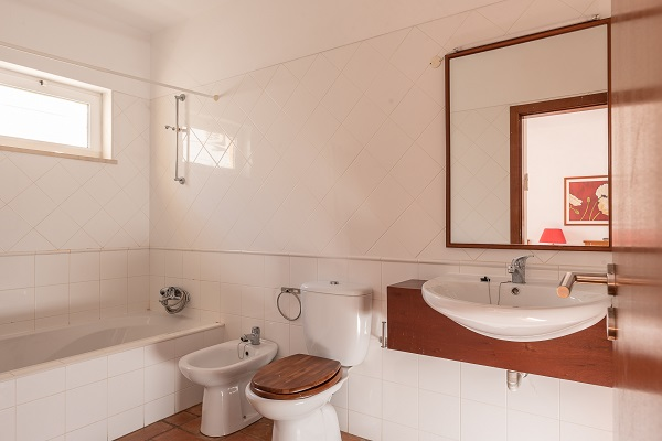 Rent this property from as little as: £85.00 per night   (Ref 132)